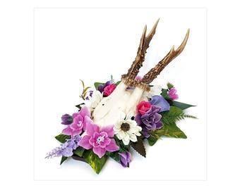 Real deer skull antlers animal bones taxidermy pink purple flowers nature display on wooden shield Oddities home wedding decor