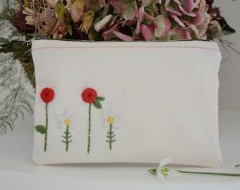 Pochette - sac cosmétique Floral - Roses et marguerites fermeture éclair étui avec broderie à la main - main cousu à la toile - cadeau pour elle