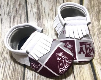 Texas A&M Aggies - Baby Shoes Moccasins - Handmade Moccs // Baby Moccs // Football Moccasins // TEXAS MOCCS // Baby Moccasins