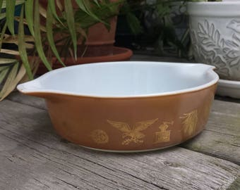 Pyrex Early American Spouted Round 472 Casserole - 1 pt  - No Lid