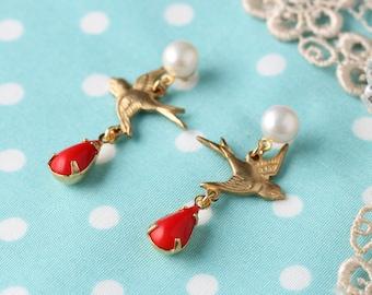 """Swallow-love"" stud earrings real Pearl bird"
