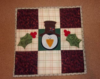 Country Kitchen Quilted Scrappy Christmas PENGUIN and HOLLY Table Topper Candle Mat Snack Mat Hot Pad Trivet