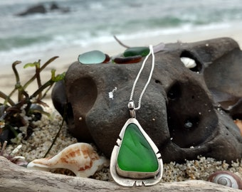 Emerald Green Seaglass Necklace