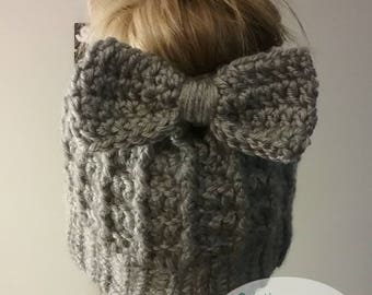 Hat for bun with loop, messy bun hat, hat with hole for Duvet, women's crochet Hat toque