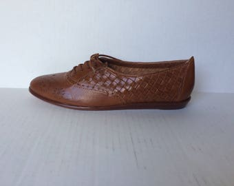 Vintage Womens Brown Leather Oxfords by BASS - size 8.5 Narrow