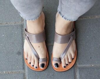 Sandales en cuir gris, asymétriques sandales, chaussures d'été, gris sandales, sandales plates, livraison gratuite