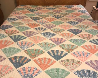 """Vintage Hand Quilted Fan Quilt King Size 100"""" by 87"""""""