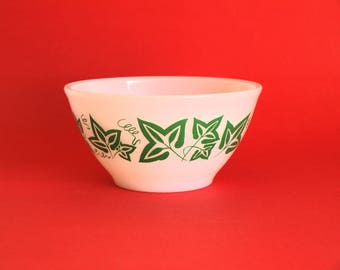 "Agee Crown Pyrex Green Ivy Leaf Mixing Bowl - 60s Christmas Vines Garden 6"" Nesting Bowl - Made in Australia"