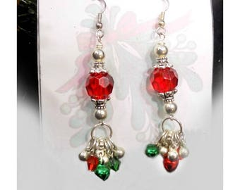 Holiday Dangle Earrings -red green drop earrings -beaded Holiday earrings -Red Green Christmas earrings - Christmas beaded earrings, # J 19