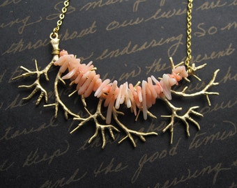 little mermaid - pink coral chip gold plated necklace