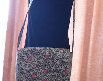 Lightweight summer shoulder bag.