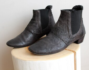 90s Designer LEATHER Hand Crafted Boots/Snake Skin Texture Ankle Boots/Dark Gray Italian Footwear/Grey Chelsea Goodyear Welted Short Boots