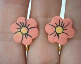 Play Earring - Clip - Flower - Painted Wood - Salmon - 1/2""