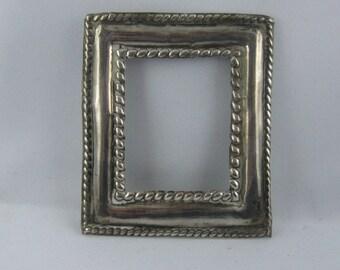 Fragmento de un cuadro antiguo (o un icono) de plata genuina. Aprox. 6,2 x 7.2 cm. vintage