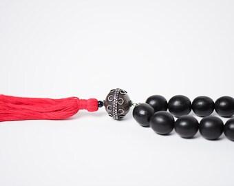 Collier Bokeur/bois d'ébène/noir/perle argent antique d'Egypte/tribue/metal recycle/pompom coton/fait main/design aficain/Style So Original