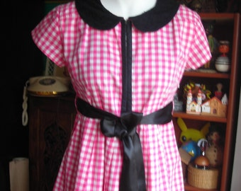 Vintage Summer Dress. Pink and White Gingham. Peter Pan Collar. Side Pockets. Minimal Sleeves. Size M. Junior. Lolita. Cotton. Pre Loved.