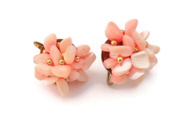 Japan Pink Shell Screw back vintage earrings