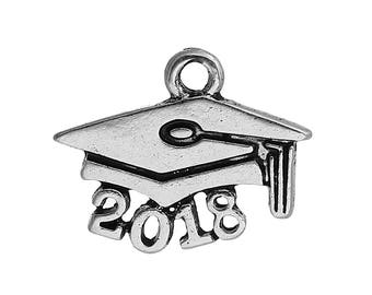 5 2018 Graduate Charms, Antique Silver Tone (1G-135)