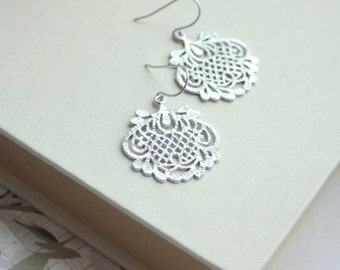 Silver Lace Filigree Boho Earrings. Bridal Earrings. Wedding Gift. Bridesmaid Gift. Vintage victorian Inspired. Lace Silver Wedding. Mom Sis
