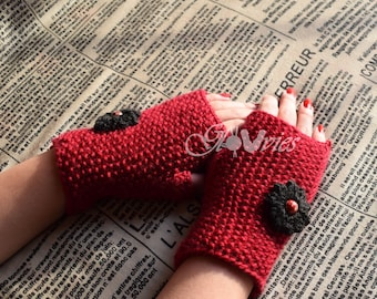 Fingerless handmade gloves with flower