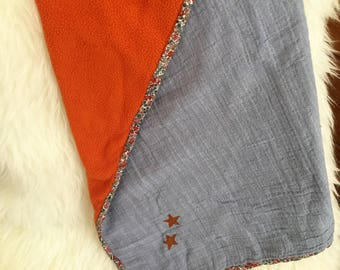 baby blanket : blue and orange with little stars