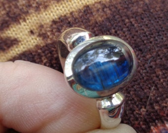 Kyanite Ring size:8 1/2Polished Sterling silver