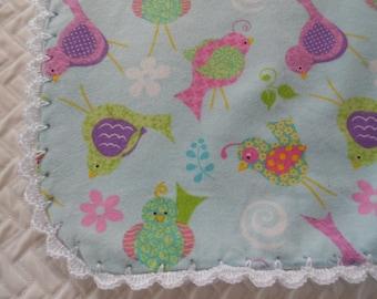 Couverture bébé, couverture de réception, oiseau joli bleu, crochet bord, bébé fille, Flanelle couverture, couverture rose, nouveau cadeau de bébé, cadeau de naissance