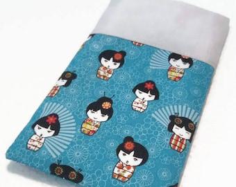 Housse téléphone portable tissu japonais kokeshi