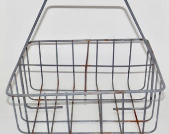 Metal wire basket with handle,milk bottle crate,holds 4 jars or bottles,canning jar holder,kitchen storage,centerpiece,vintage milk crate