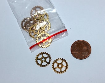 Set of 10 15mm gears, gold plated charms