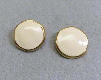 Vintage Trifari Beige Enamel Button Clip On Earrings