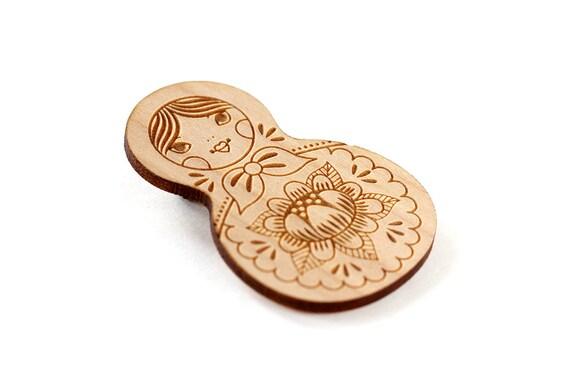 Matryoshka brooch - matriochka pin - cute wooden Russian doll - lasercut wood - lasercutting - illustrated jewelry - kawaii jewellery