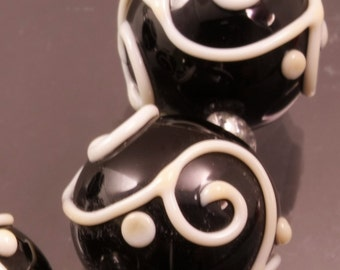 SRA Lampwork Beads Round Bead Set Ivory Scrolls Black and White Black Handmade Lampwork Beads Glass Beads Flamework Bead Heather Behrendt