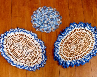 Beautiful blue hand made crochet doilies - vintage linen lot - french country old farm house
