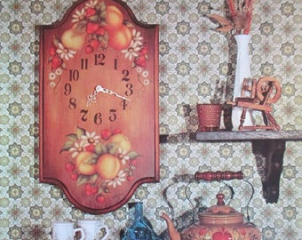 """Vintage 1974 """"Tole Style Decorative Painting""""  24 pages  used book by Loretta Sias"""