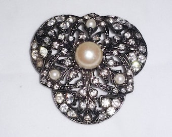 Vintage Carol Dauplaise Rhinestone and Pearl pin