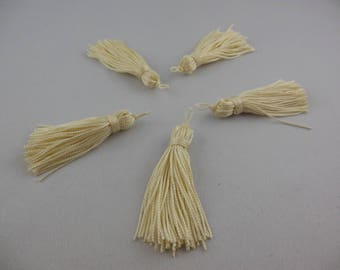Tassel has off white rayon thread