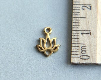 24K gold plated sterling silver charm, Lotus Charm, Small Lotus Charm, Gold Plated Lotus Flower Blossom, Tiny Wide Lotus, 11mm ( 1 piece )