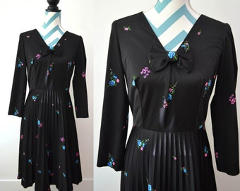 Vintage Pleated Dress with Long Sleeves - Black Floral Print 70s Dress with V Neck and Bow