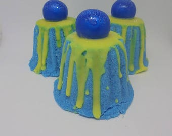 BATH BOMB FIZZY / Bath Treat / Bath Fizzy / BLUEberry LEmon / Unique Gift Idea / Gift for Her / Gifts for Him / Handmade / Gifts