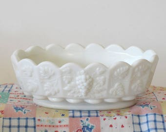 Vintage Westmoreland Paneled Grape Oval Dish