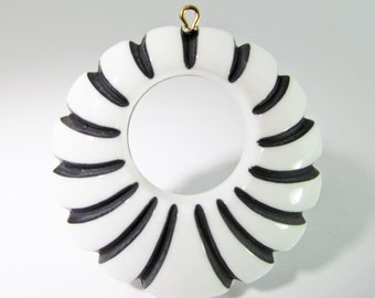 Vintage 48mm Black and White Carved Lucite Pendants Pd438