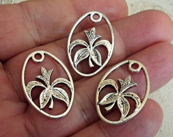 Set Of 10 FLOWER Charms Jewelry Findings great design /D1