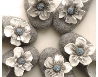 Mother's day gift Women felted slippers, felt slippers, women eco slippers  - Felted flowers. Perfect gift!