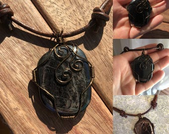 Black cabochon with antique brass wire pendant necklace