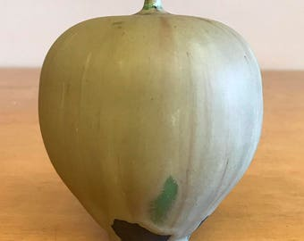 Rose Cabat Feelie - Light olive with some green, 1970s, midcentury modern pottery - JC60