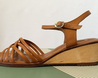 Vintage 70s Leather Sandals, Shoes 9 B Caramel with Wooden Wedges