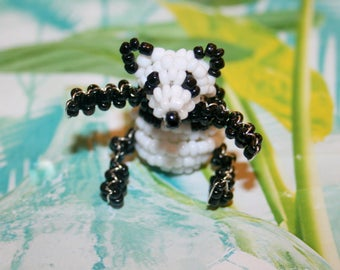 Beaded animals: panda in seed beads