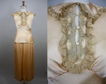 1930s Silk Pyjamas / Peach Satin Silk Nightwear / 1930s Nightwear / Satin and Lace Pajamas / Vintage Pyjamas / Size Small / S