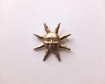 Sun / brooch: Gold/brooch Sun/sun brooch /vintage brooch-sun-happy-face/brooch vintage face inside / lucillesandcop